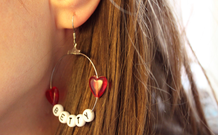 earring with letter beads Betty